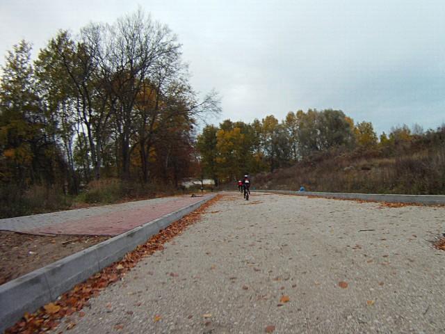 H46 - była polna droga, jest kawałek drogi w budowie